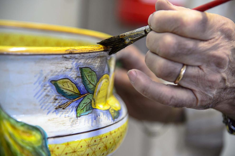 Museo Regionale Della Ceramica Di Deruta.Con Il Pennello In Mano Museo Della Ceramica Di Deruta Umbria For